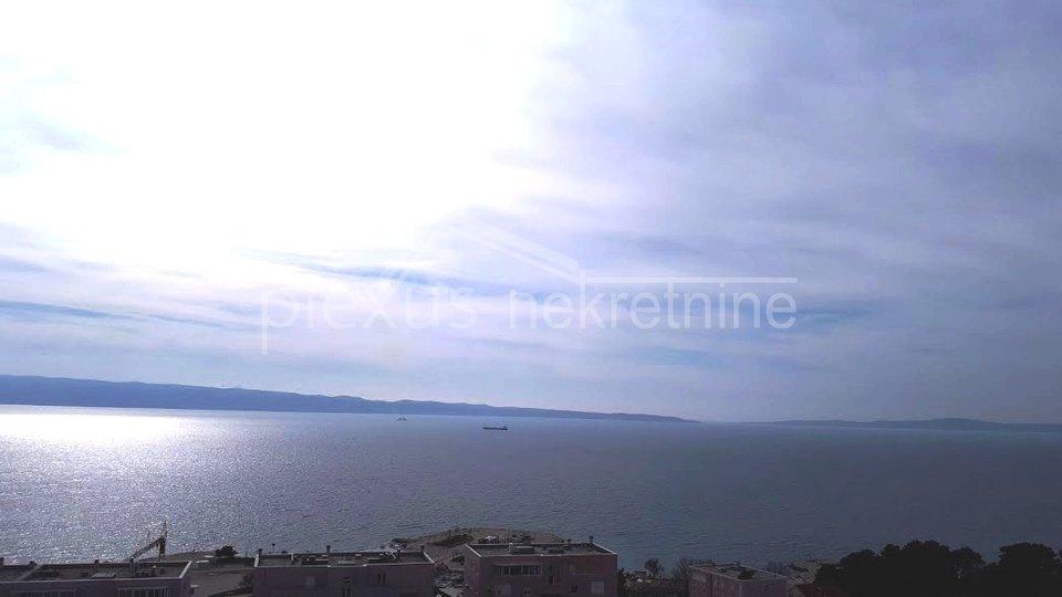DUGOROČNI NAJAM! Novouređeni dvosoban stan s pogledom na more: Split, Trstenik, 68 m2