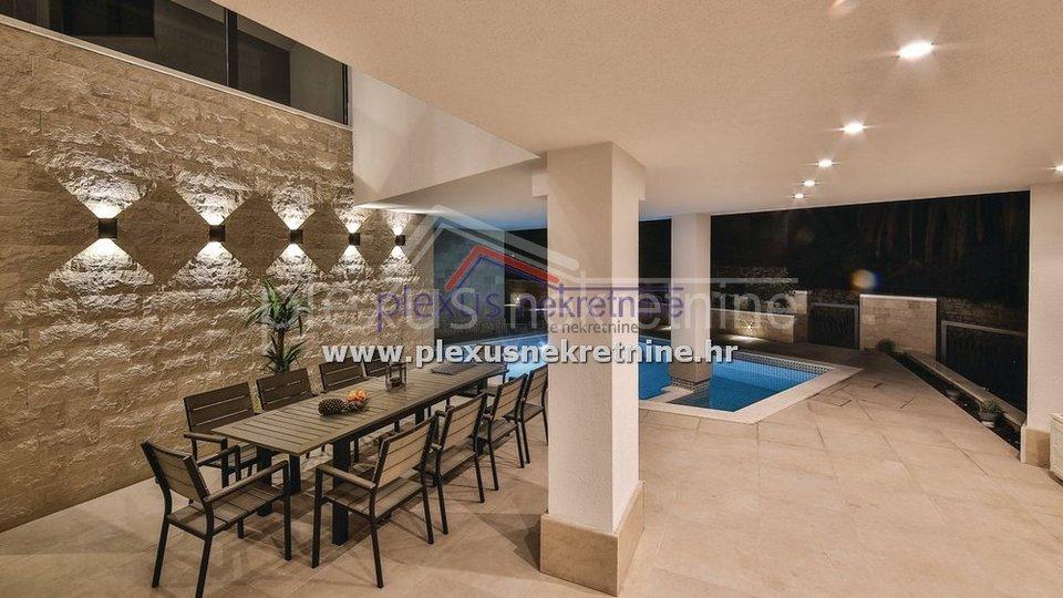 SNIŽENO! Kuća za odmor - urbana vila: Trogir, Čiovo, dvokatnica, 363 m2