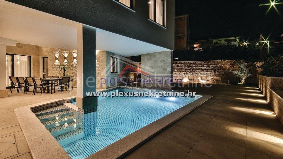House, 363 m2, For Sale, Trogir - Čiovo