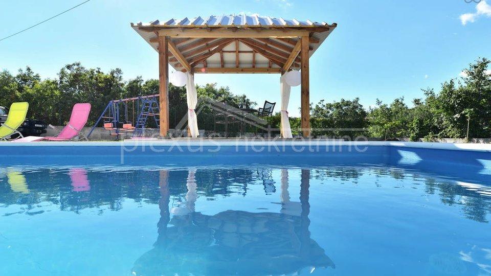 RIDOTTO! Palazzina con piscina: Čiovo, Slatine, 190 m2