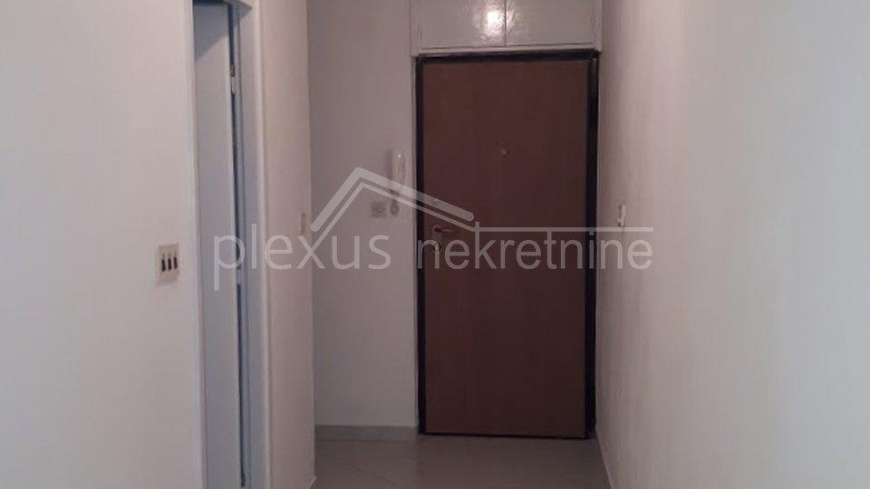 Renoviran jednosoban komforan ili dvosoban:stan: Split, Gripe, 61 m2