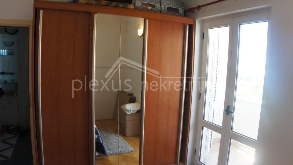 Dvosoban stan s pogledom na more: Split, Žnjan, 75 m2