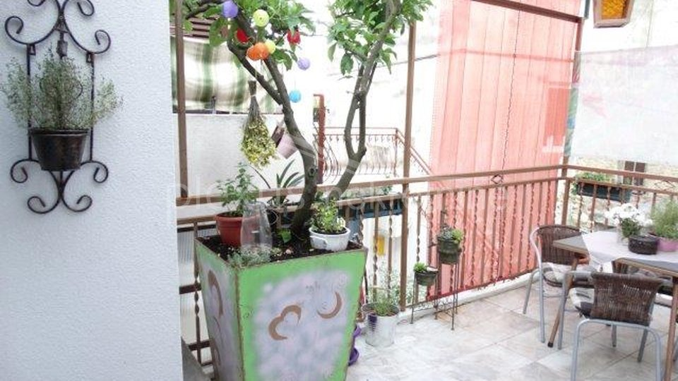 House, 90 m2, For Sale, Split - Varoš
