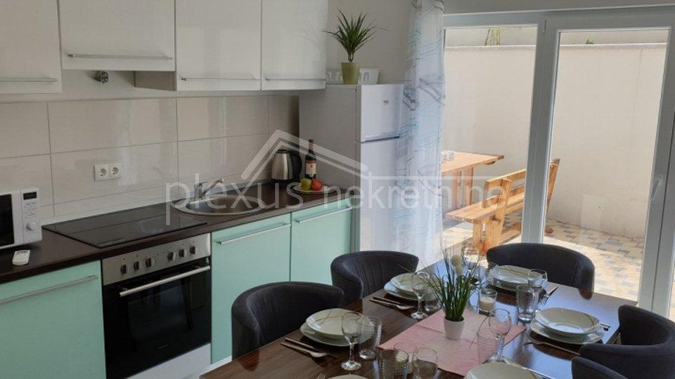 Appartamento, 90 m2, Vendita, Kaštel Štafilić