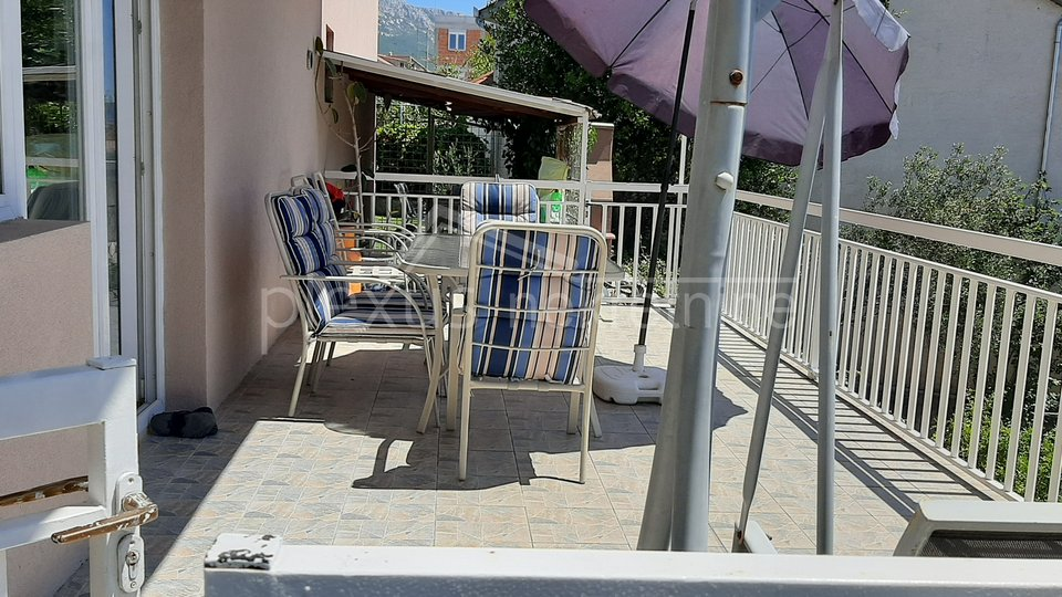 Kuća - jednokatinca s parkingom i vrtom: Kaštel Gomilica, 230 m2