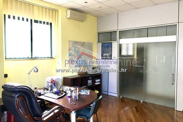 Commercial Property, 32 m2, For Sale, Split - Bačvice