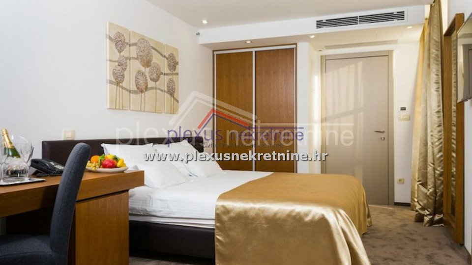 Hotel, 916 m2, For Sale, Split - Grad