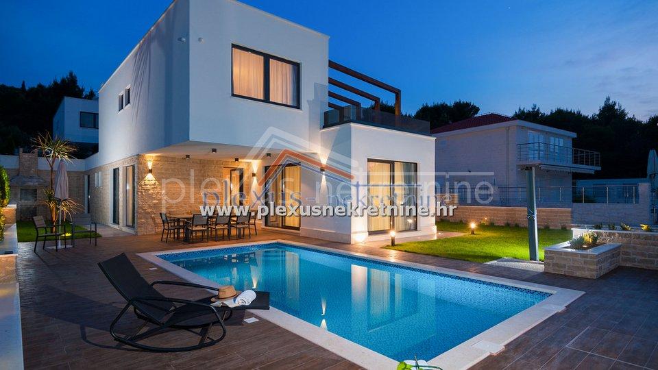 Casa, 600 m2, Vendita, Okrug - Okrug Gornji