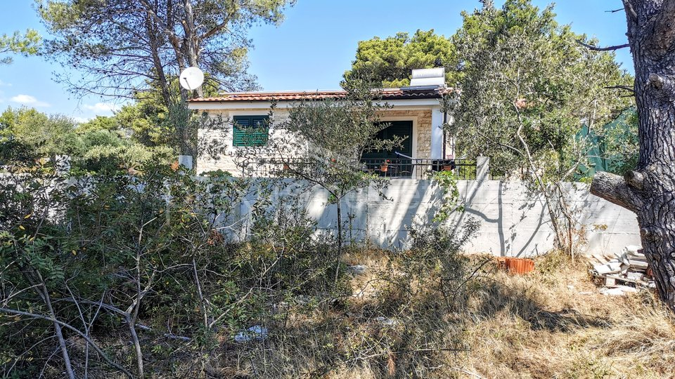 Zemljište prvi red do mora s dvije kuće: 1640 m2