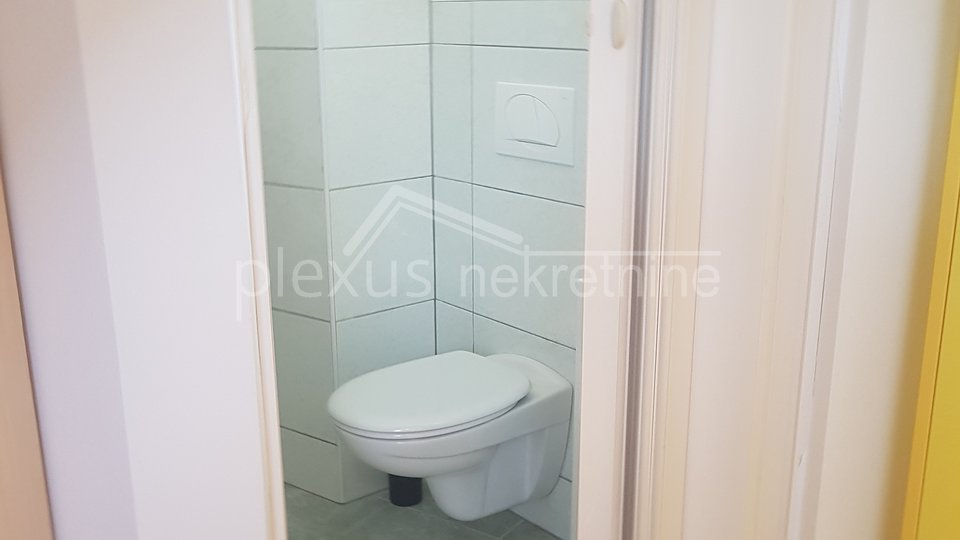 Četverosoban stan s parkingom: Kaštel Lukšić, 94 m2