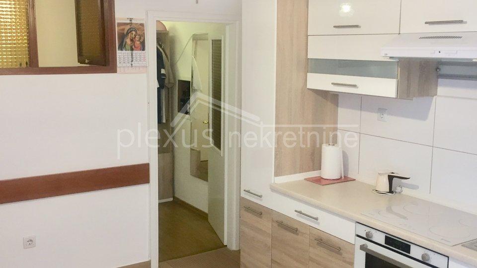Dvosoban stan u centru: Split, Dobri, 53 + 8 m2