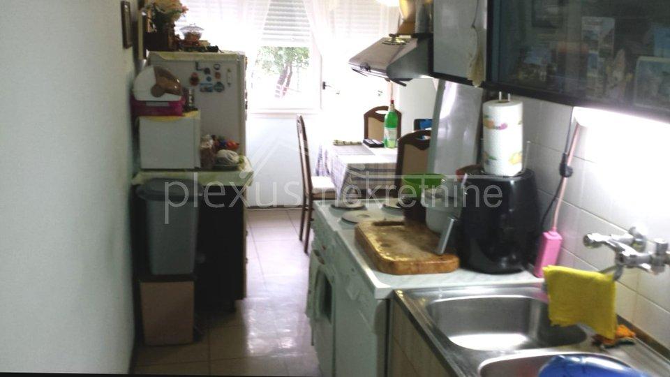 Dvosoban stan: Split, Plokite, 60 m2