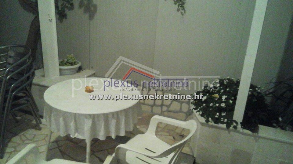 DUGOROČNI NAJAM - Garsonijera: Kaštel Kambelovac, 25 m2