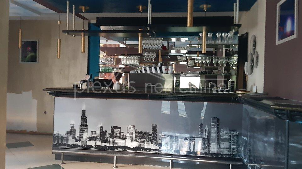 Poslovni prostor - ugostiteljstvo: Split, Bol, 110 m2