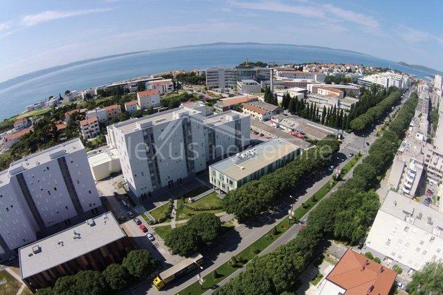 Commercial Property, 148 m2, For Rent, Split - Trstenik