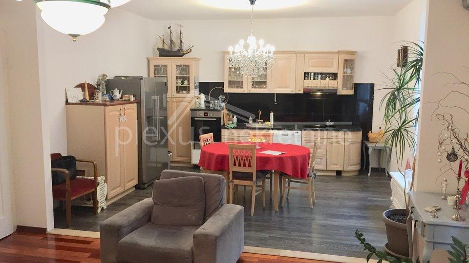 Dvosoban stan: Split, Spinut, 90 m2