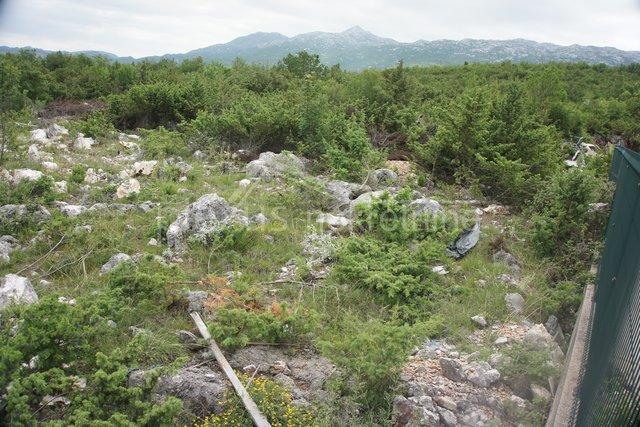 Građevinsko zemljište: Dugopolje, poslovna zona, 2462 m2