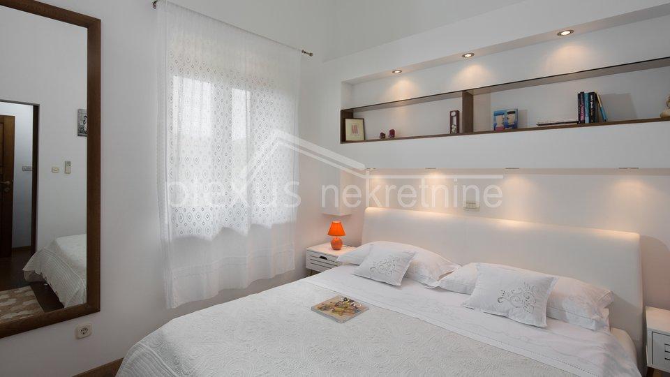 Haus, 680 m2, Verkauf, Kaštel Štafilić