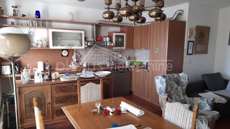 Jednosoban stan u centru: Split, Dobri, 75