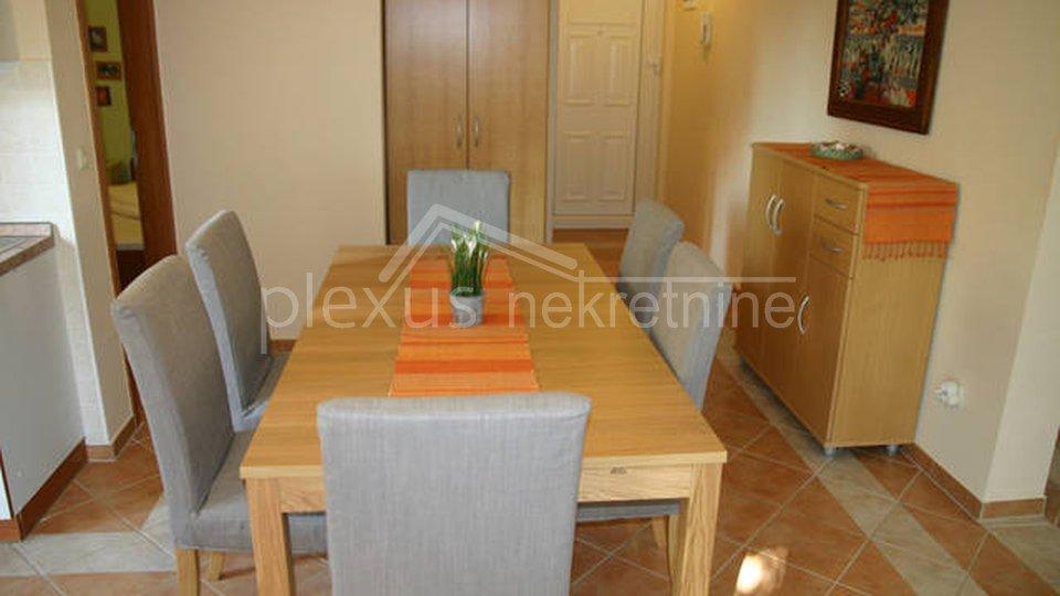 Dvosoban stan u centru mjesta: Novalja - otok Pag, 109 m2