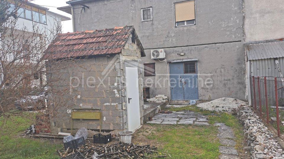 Casa, 200 m2, Vendita, Kaštel Lukšić