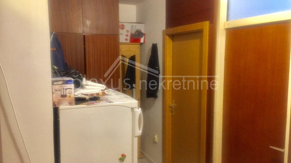 Trosoban stan s vrtom: Split, Visoka, 89 m2