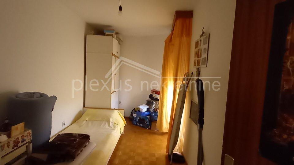 Trosoban stan: Split, Žnjan, 72 m2