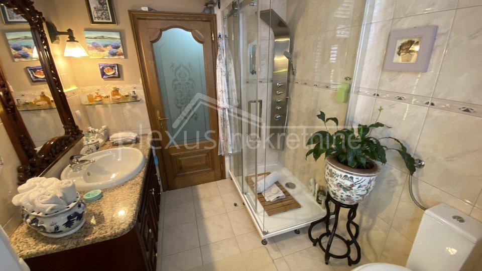 Luksuzan stan u centru Trogira