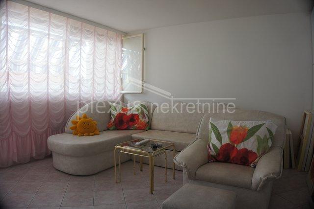 Dvosoban stan: Split, Bol, 53 m2