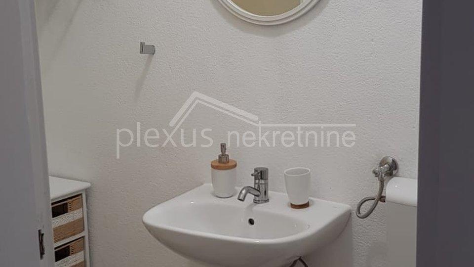 Apartmanska kuća: Omiš, Mimice, 230 m2
