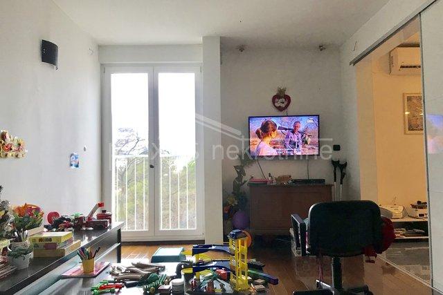 ZAMJENA ZA MANJI: Trosoban stan: Split, Spinut, 83 m2