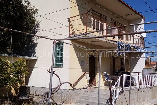 Samostojeća kuća s pogledom na more, Trogir, Seget Donji, 110 m2
