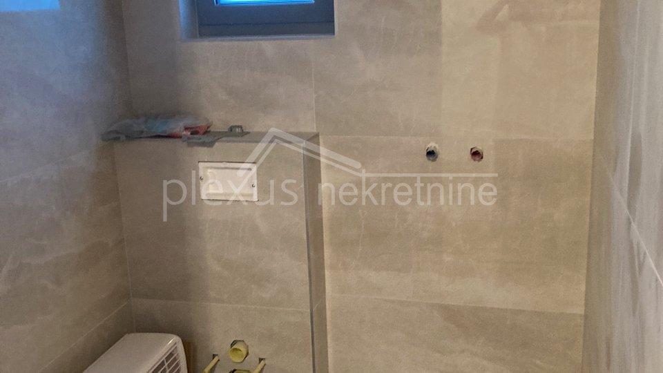 Trosoban stan - apartman NOVOGRADNJA: Vodice, Šibenik - okolica