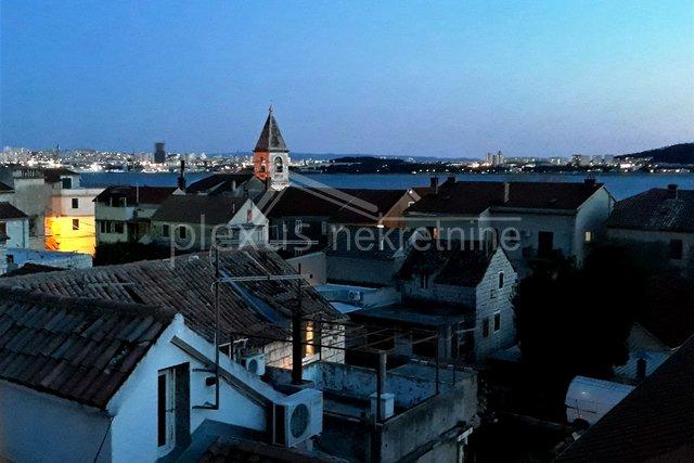 Kamena kuća u centru mjesta: Kaštel Sućurac, 75 m2