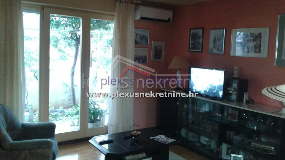 House, 306 m2, For Sale, Supetar