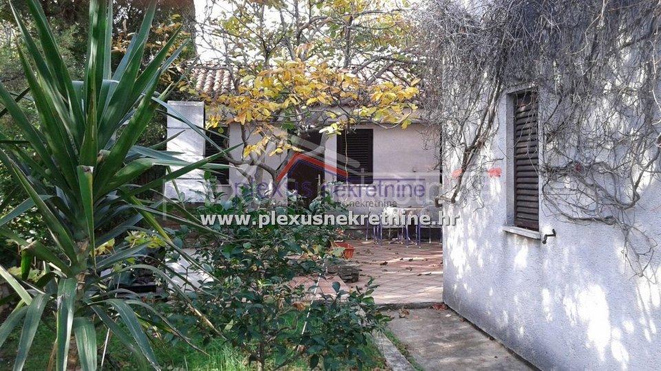 Kuća na dobroj lokaciji s potencijalom za turizam: Brač, Supetar
