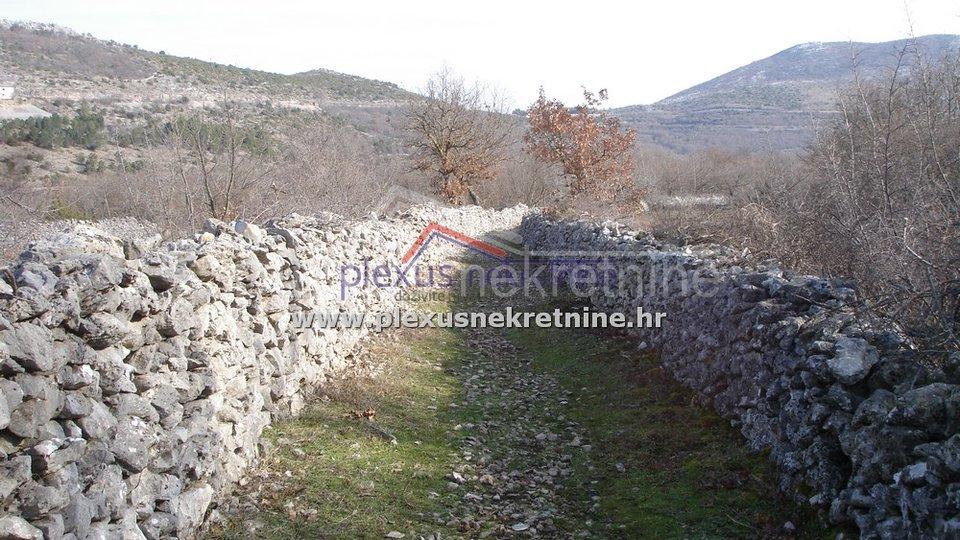 Poljoprivredno zemljište uz put: Primorski Dolac, 2000 m2