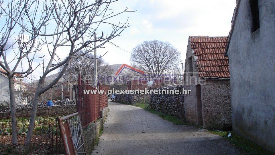 Stara kamena kuća uz cestu: Primorski Dolac, 32 m2