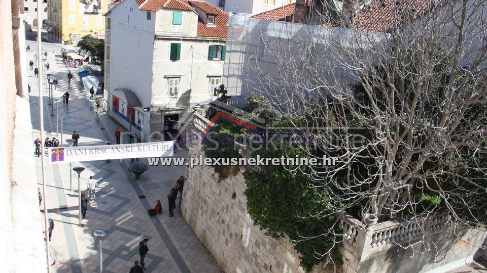 Peterosoban stan u strogom centru: Split, Marmontova