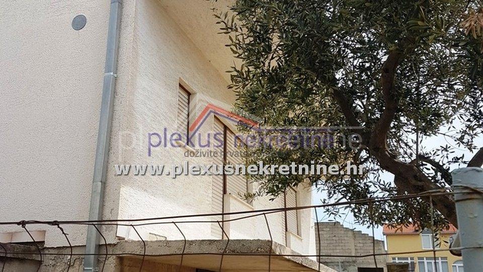 Obiteljska kuća s vrtom: Split - okolica, Kaštel Stari, 250 m2