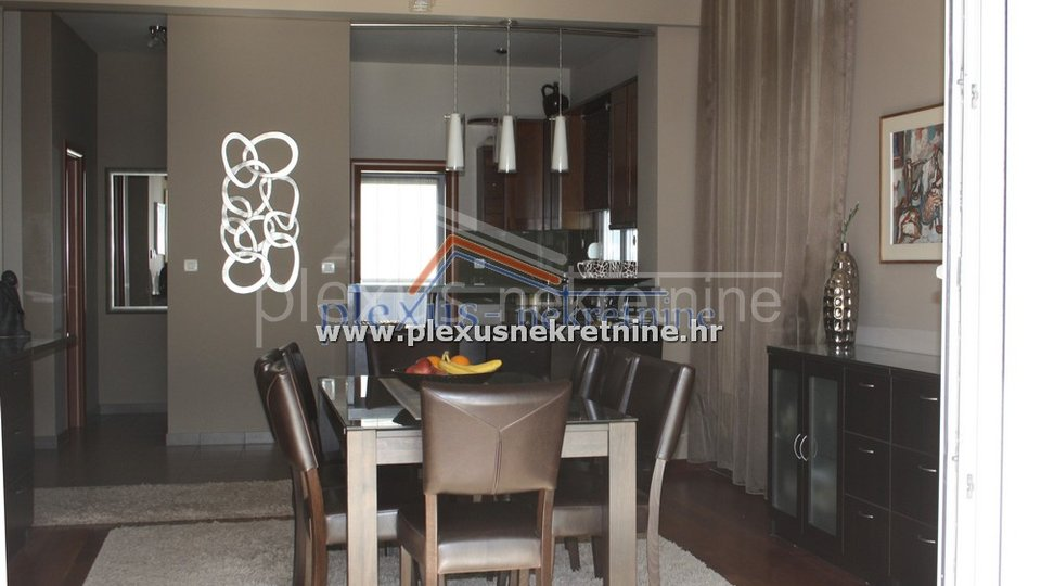 House, 1240 m2, For Sale, Podstrana