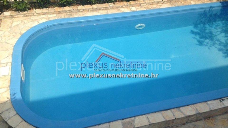 Moderna villa s bazenom: Čiovo, Slatine, 90 m2