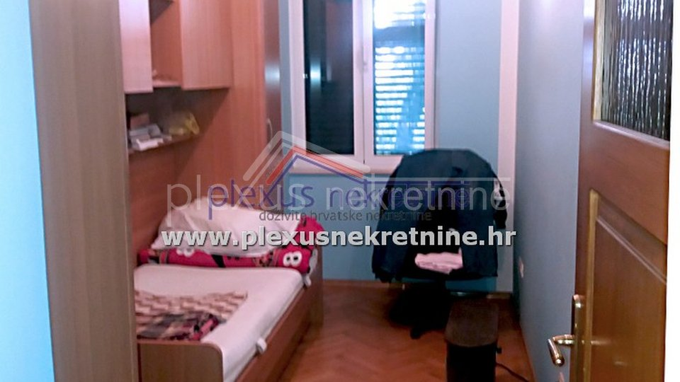 Trosoban namješten stan u širem centru: Split, Manuš, 90 m2