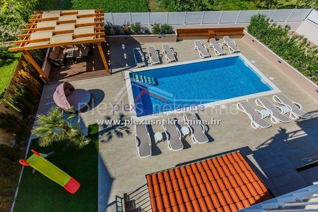 Samostojeća kuća - villa s bazenom: Kaštel Lukšić