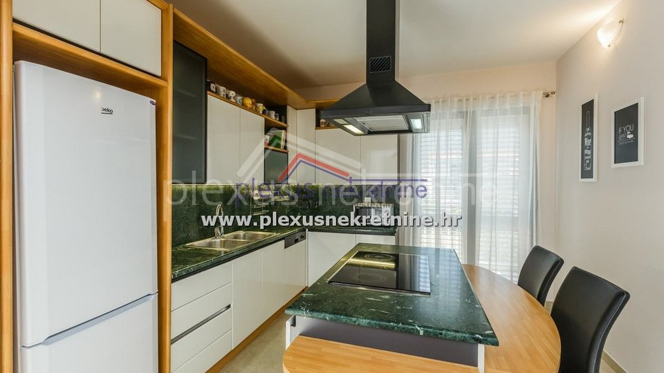 House, 186 m2, For Sale, Kaštel Lukšić