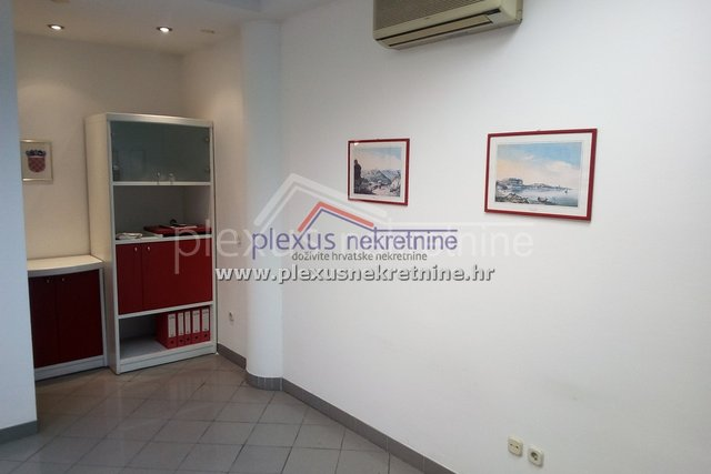 Commercial Property, 43 m2, For Sale, Split - Bol