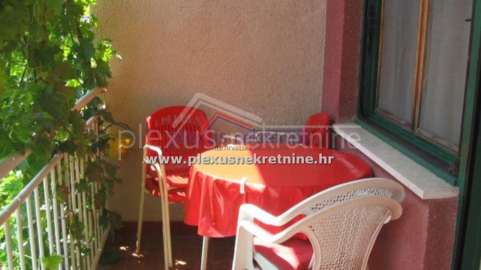 SNIŽENO: Samostojeća kuća s vrtom: Kaštel Stari, 230 m2