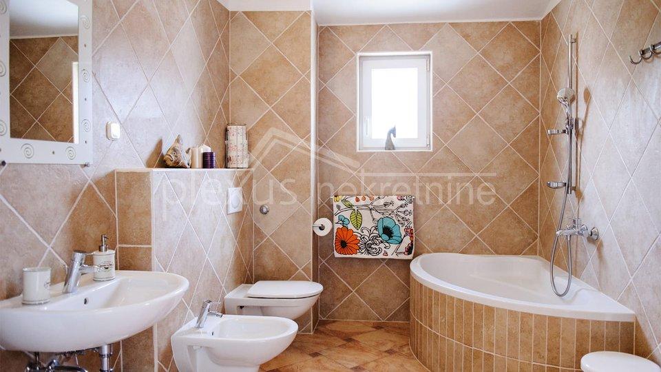 House, 420 m2, For Sale, Okrug - Okrug Gornji