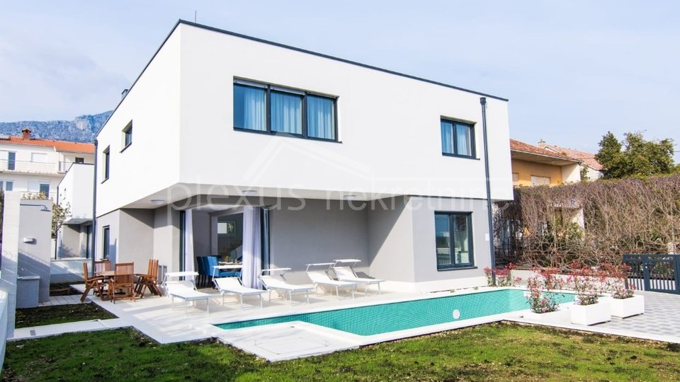 House, 202 m2, For Sale, Kaštel Kambelovac