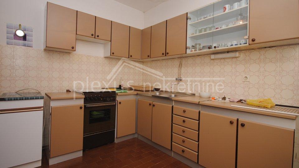 SNIŽENO! Samostojeća kuća, prizemlje i kat: Kaštel Štafilić, 140 m2